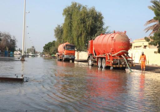 تضرر 20 منزلاً في كلباء بمياه البحر بسبب العاصفة المدارية كيار
