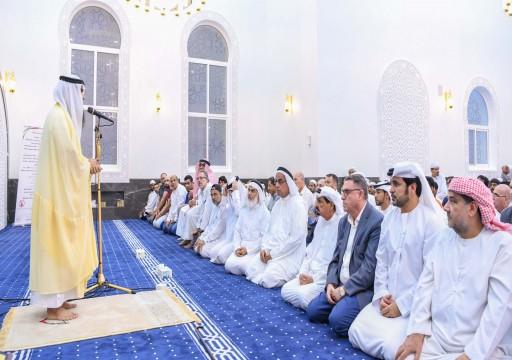 يتسع لـ700 مصلٍ.. حاكم عجمان يفتتح مسجداً في منطقة النعيمية