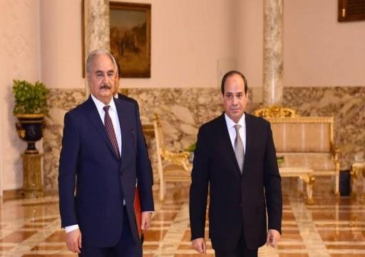 حليف أبوظبي في ليبيا.. خان القذافي وعمل لواشنطن وتاجر بعلاقاته مع الأنظمة
