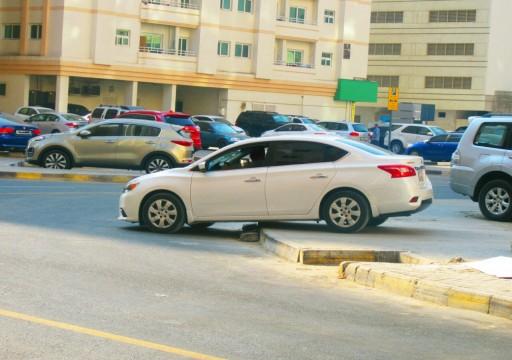 بلدية الشارقة تحذِّر من إيقاف المركبات في الساحات الترابية المغلقة