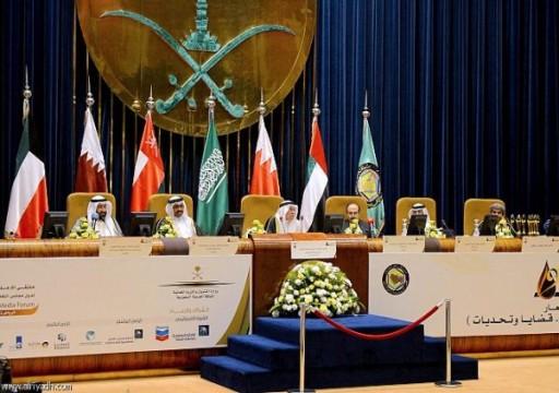 وزراء النفط بالخليج والعراق يتوقعون تحسن الاقتصاد العالمي