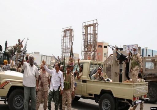 بعد انقلاب عدن.. الانفصاليون يسيطرون على مقرات حكومية في أبين