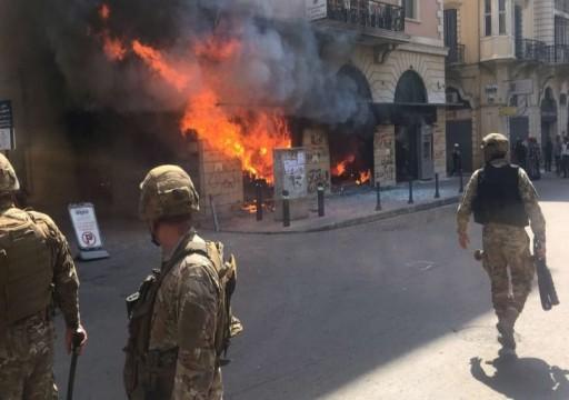 لبنان.. الشارع الطرابلسي ينفجر غضبا ضد الجيش والمصارف بعد مقتل أحد المتظاهرين