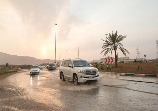 أمطار متفرقة على العين وتراجع ملحوظ في درجات الحرارة