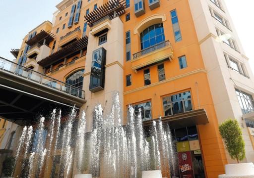 دبي تغلق 9 محلات مخالفة لإجراءات كورونا وتنبه 176 منشأة تجارية
