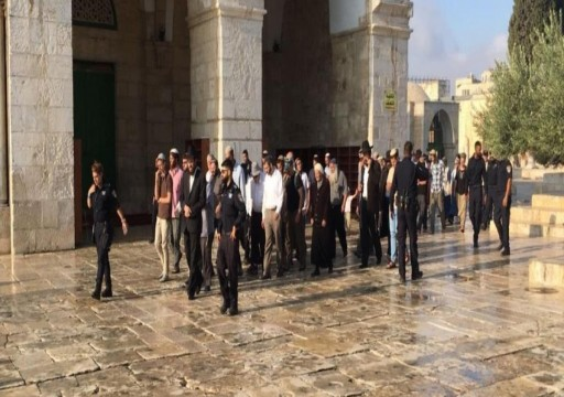 قوات الاحتلال تقتحم المسجد الأقصى وتخرج المعتكفين بالقوة