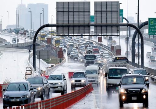 154 حادثاً مرورياً بسبب الأمطار في دبي