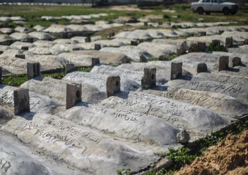 قبور مجانية.. مبادرة عائلة غزّية لدفن فقرائها