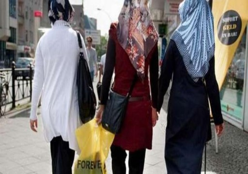 محجبة تتعرض لاعتداء في نيويورك.. ومسلمو ألمانيا يطالبون بحراسة المساجد