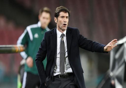 فالنسيا يقيل مدربه قبل مواجهة برشلونة في الدوري الإسباني