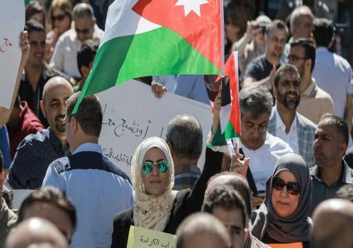 اعتقال أعضاء نقابة المعلمين في الأردن وإغلاق مقراتها لعامين