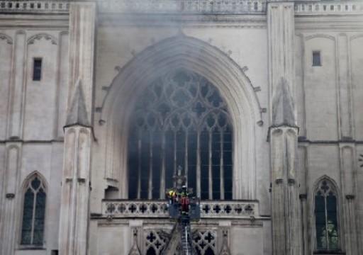 """فرنسا.. حريق """"متعمد"""" يلحق أضرارا بكاتدرائية """"نانت"""""""