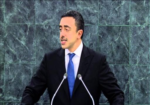 عبدالله بن زايد يدعو نظيرة الموريتاني لزيارة أبوظبي
