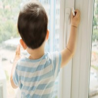 وفاة طفلة 3 سنوات سقطت من الطابق 12 في أبوظبي