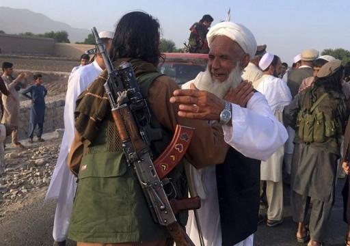 الحكومة الأفغانية تفرج عن 100 سجين من طالبان في إطار عملي