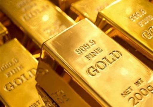 الذهب يتراجع بفعل بيانات أمريكية قوية واستمرار قلق المستثمرين