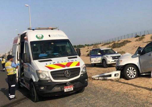 إصابة 11 شخصاً بينهم 9 أطفال في حادث سير بالشارقة