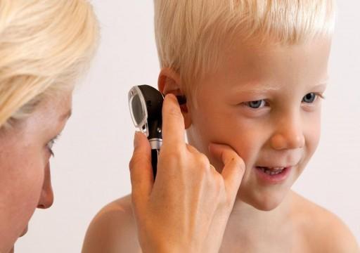 التهاب الأذن الوسطى لدى الأطفال.. الأسباب وطرق الوقاية