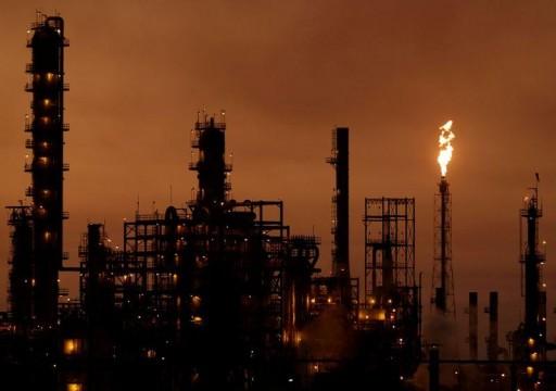 أسعار النفط تواصل الارتفاع مع بدء تطبيق اتفاق خفض الإنتاج