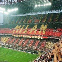 صحيفة إيطالية: رجل أعمال إمارتي مهتم بشراء نادي ميلان بعد تراكم ديون مالكيه