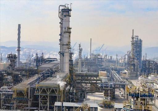 بلومبيرغ: انهيار أسعار النفط يمهد لتآكل احتياطات الخليج المالية