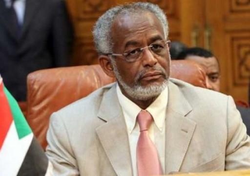 السودان يأمر بتوقيف وزير خارجية في عهد البشير
