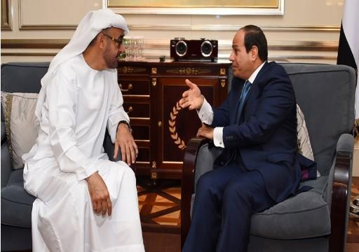 بعد نقل الدبابات والمروحيات إلى الحدود.. هل تستجيب مصر لضغوط أبوظبي للتدخل عسكريا في ليبيا؟