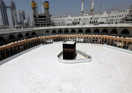 السعودية تمنع تقبيل الحجر الأسود و لمس الكعبة في موسم الحج الحالي