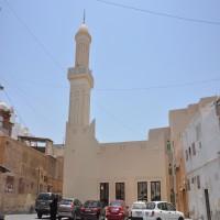 البحرين.. منع التبرعات في مساجد السنة وحملات تفتيش على المطاعم
