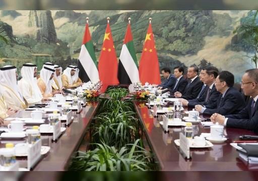 محمد بن زايد يطالب الصين بدور لحماية الملاحة وإمدادات النفط