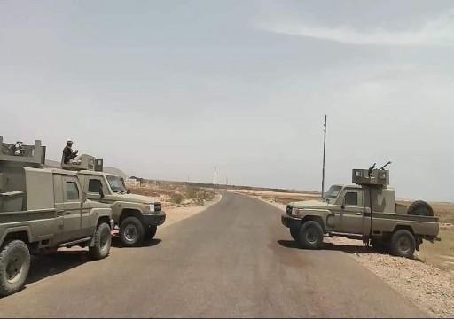 مسؤول يمني يتهم السعودية بالانسحاب ويحذر من اقتحام عاصمة سقطرى
