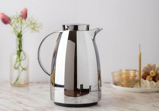 بلدية دبي تحظر 41 نوعاً من دلات الشاي والقهوة لاحتوائها على مادة خطرة