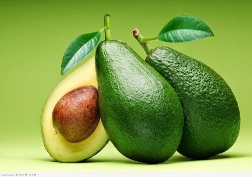 باحثون: تناول ثمرة أفوكادو يومياً يساعد في خفض الكوليسترول