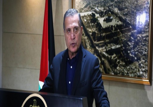 هكذا علقت الرئاسة الفلسطينية على دعوة قرقاش للانفتاح مع إسرائيل؟
