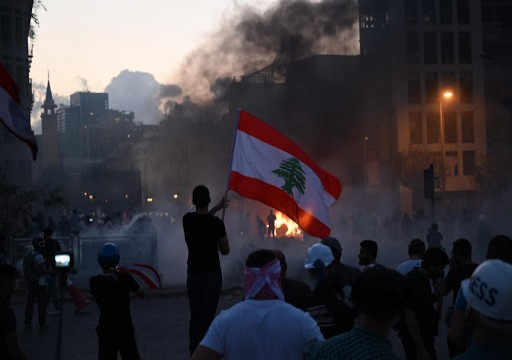 """أمريكا تقول إنها تدعم حق اللبنانيين في """"الاحتجاجات"""".. وبيروت تنفي تسلم أي مساعدات"""