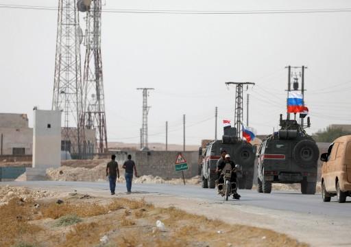 روسيا ترسل قوات إلى قاعدة جوية أمريكية سابقة في شمال سوريا