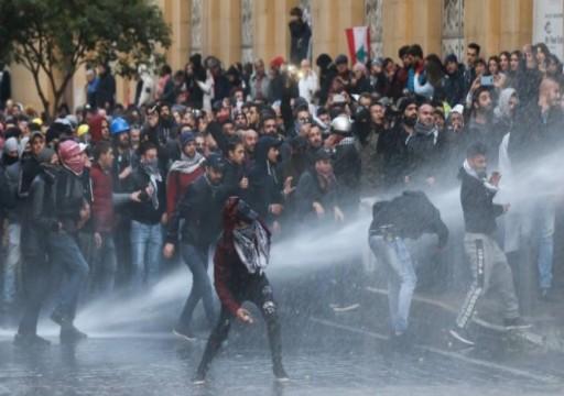 لبنان.. اشتباكات بين المتظاهرين وقوات الأمن قرب مبنى البرلمان