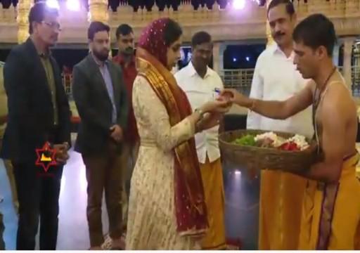 """جدل واسع بعد زيارة الشيخة """"هند القاسمي"""" لمعبد هندوسي"""