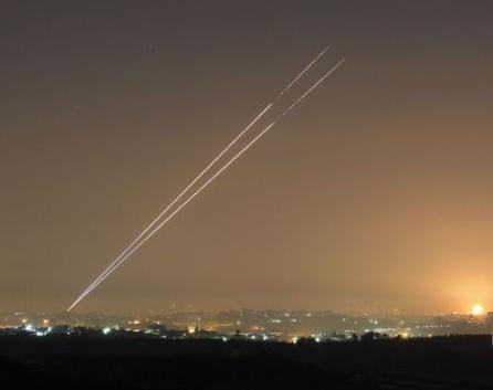 صفارات إنذار وأصوات انفجارات في غلاف غزة