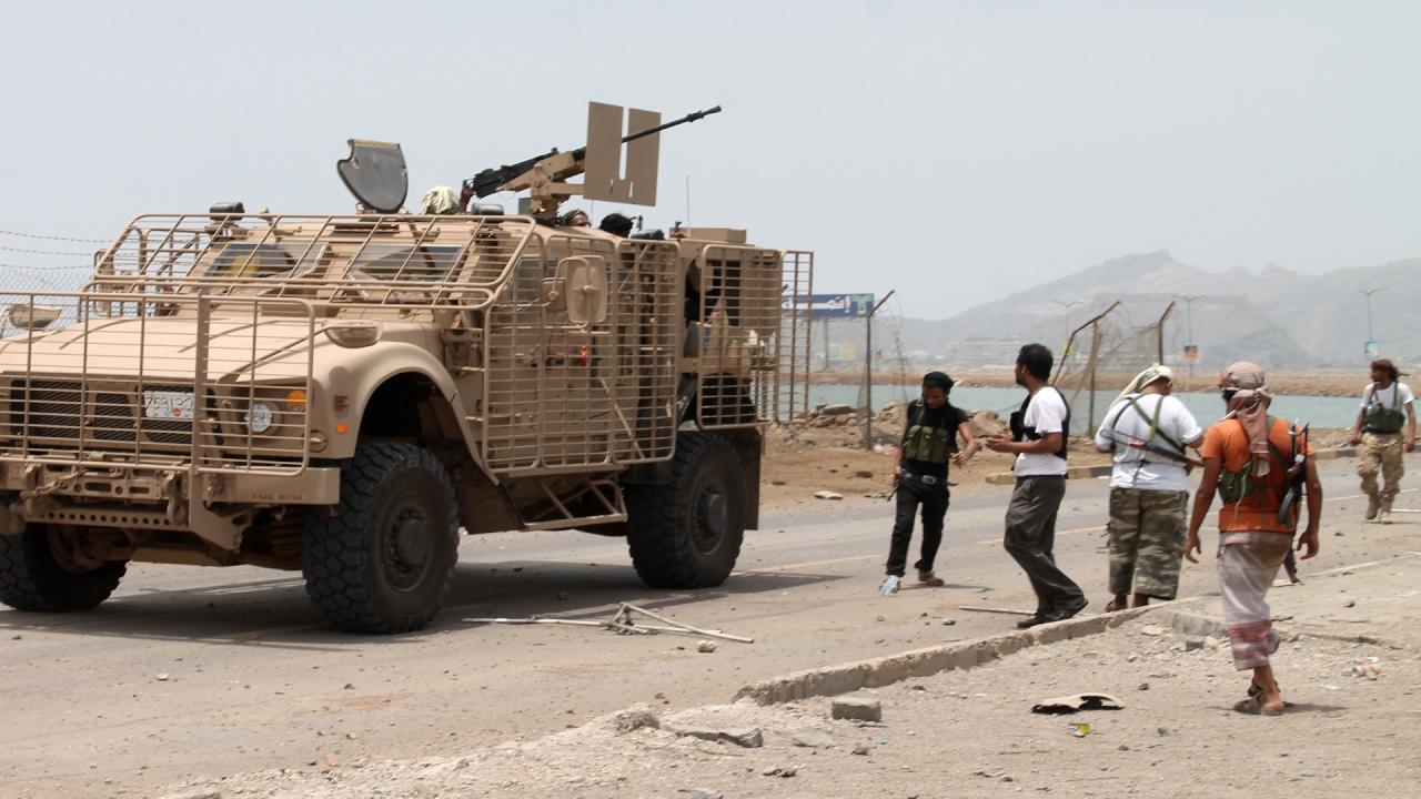 المقاومة اليمنية تحاصر متمردين حوثيين قرب باب المندب