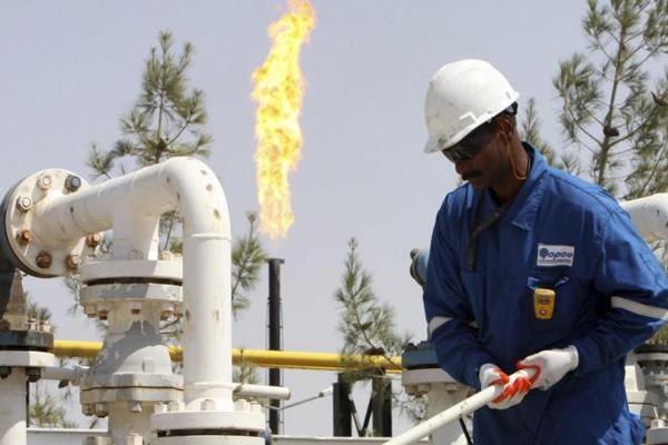 أسعار النفط تصعد من أقل سعر في 3 أشهر