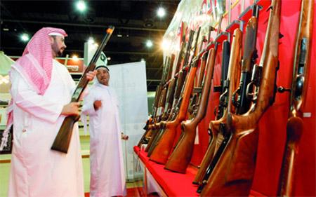 """شرطة أبوظبي: """"حسن السيرة وسلوك"""" شرط للحصول على سلاح"""