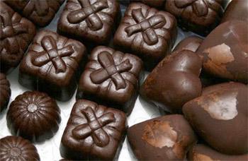 الشوكولا الداكنة تحمي الأسنان