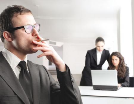 المدخنون يواجهون صعوبات أكبر في العثور على وظائف