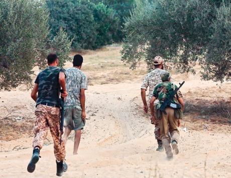"""""""الخليج الإماراتية"""": قوات حفتر تستخدم الفسفور المحرم دوليا في بنغازي"""