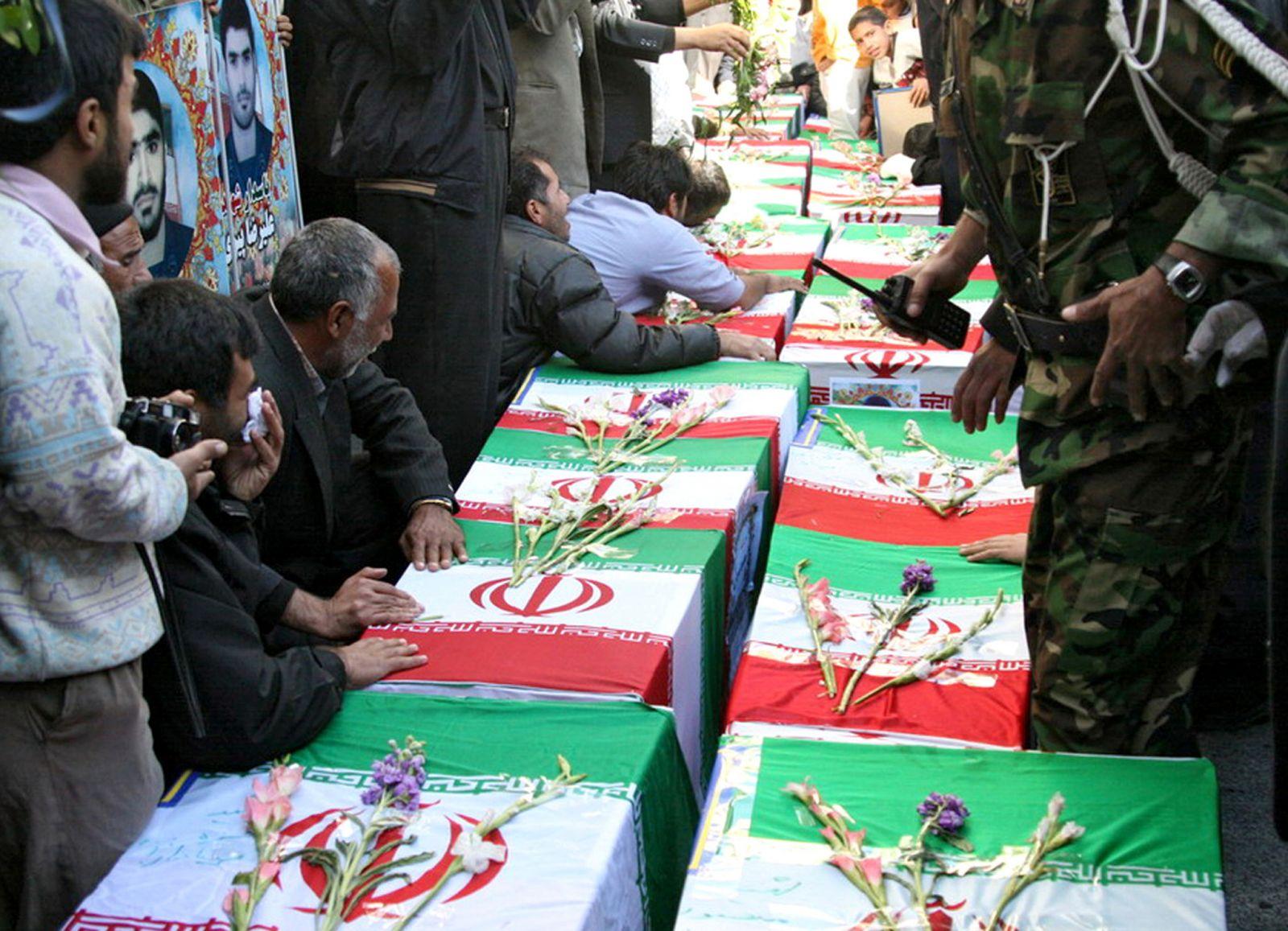 """مع استمرار تساقط """"رؤوس"""" في """"الحرس الثوري"""".. إيران تسعى لاستعادة حلب"""