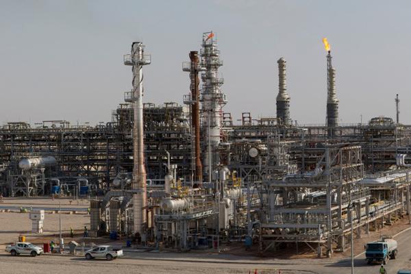 أسعار النفط تواصل الارتفاع مدعومة باتفاق تخفيض الإنتاج