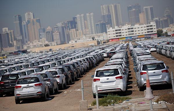 احتدام المنافسة بين الوكالات يشعل العروض على السيارات الجديدة