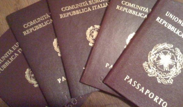 إحباط إدخال 52 جواز سفر مزوّر إلى الإمارات خلال 2013