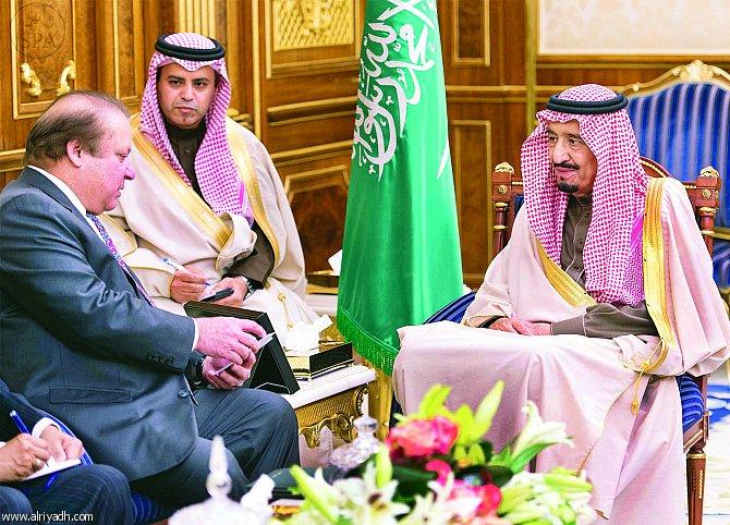 الملك  سلمان يستقبل قائد الجيش الباكستاني